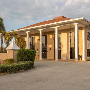 Banyan Pompano yellow and white treatment center building with white pillars